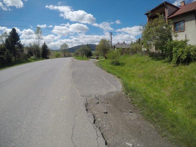 nedokončená cesta skrz budovania kanalizácie